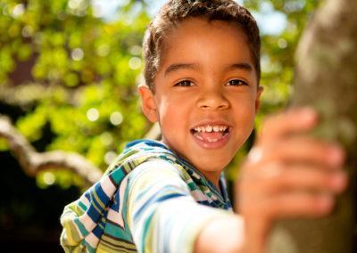 niño_sonriendo_odontologia_pediatrica_bracket_center