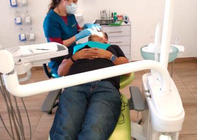 doctora_paciente_clinica_endodoncia_bracket_center